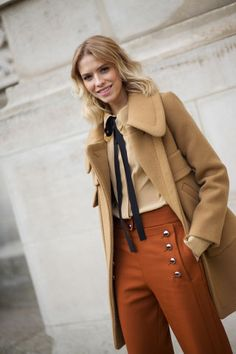 Temperatures are dropping! Take a cue from these chicly bundled Paris Fashion Week attendees.