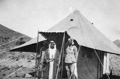 T E LAWRENCE ARAB REVOLT 1916 - 1918 (Q 59953)   Emir Abdulla bin Husain al-Hashimi and Lieutenant Garrood.
