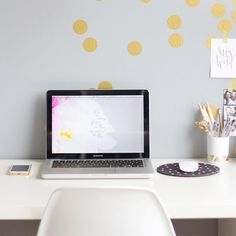 The easiest way to make your own gold polka dot confetti wall!