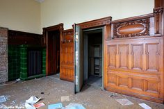 Leather Mansion (D) August 2014 abandoned villa in the former East Germany DDR urbex decay Photo by: Jascha Hoste