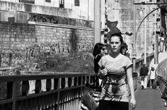 A Ponte é Uma Passagem Street Photo Woman B | Fotografia de Joao Pires | Olhares.com