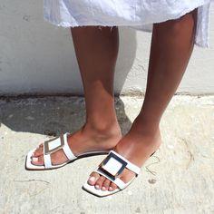 Τα slides είναι οι νέες σαγιονάρες. Τις πιο stylish και άνετες παντόφλες που μπορείς να φορέσεις από την παραλία, μέχρι και τις καλοκαιρινές σου, ανέμελες βόλτες στην πόλη!!! ⛱️⛱️  #papanikolaoushoes #shecollectionofficial #slides #mules #leathershoes #fashionshoes