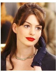 Anne Hathaway in The Devil Wears Prada. Eyeliner on just the top lid, when paired with a bold lippy.