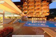 Thermalfreibad Außenansicht am Abend der Thermenwelt Hotel Pulverer 5* in Bad Kleinkirchheim - Kärnten http://www.pulverer.at/thermen-hotel-bad-kleinkirchheim.de.htm