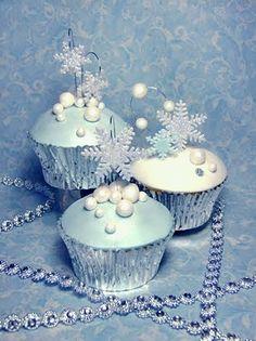 Tiffany Blue Snowflake Cupcakes (closer)