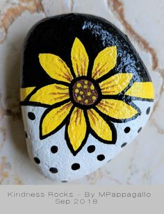 Flower Rock & Sep 2018 Flower Rock & Sep 2018 The post Flower Rock & Sep 2018 appeared first on Best Pins. Rock Painting Patterns, Rock Painting Ideas Easy, Rock Painting Designs, Pebble Painting, Pebble Art, Stone Painting, Painted Rocks Craft, Hand Painted Rocks, Painted Pebbles