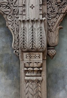 i like the patterning of the 3 uprighty bits in teh middle of teh picture wood carving Wood Carving Designs, Wood Carving Art, Wood Carvings, Wal Art, Chip Carving, 3d Texture, Custom Made Furniture, Wooden Art, Architectural Elements