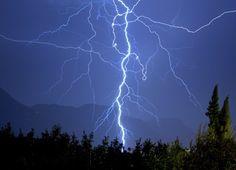 Temporali in arrivo. Allerta meteo in Campania a partire dalle 20 di oggi: criticità arancione a Napoli