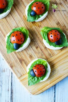 Easter Appetizer Recipe - Caprese Ladybugs - fresh adorable spring appetizer tray with simple how to make ladybugs with mozzarella, basil and tomato food art Easter Appetizer Recipe - Caprese Ladybugs Ladybug Appetizers, Caprese Appetizer, Easter Appetizers, Caprese Salad, Appetizer Recipes, Easter Recipes, Recipes Dinner, Salad Recipes, Party Platters
