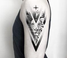 Tattoo Lion: Symbolism and attractive designs of the lion act .- Tattoo Lion: Symbolismus und attraktive Designs des Löwentattoos für beide Geschlechter Tattoo Lion: Symbolism and attractive designs of the lion tattoo for both sexes - Mini Tattoos, Leo Tattoos, Trendy Tattoos, Animal Tattoos, Body Art Tattoos, Tattoos For Guys, Tattoos Tribal, Popular Tattoos, Lion Tattoo Sleeves