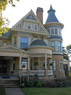 Victorian Home. I love a Victorian home and all the nooks and crannies. My dream home! Love love love this style of house! Victorian Architecture, Beautiful Architecture, Beautiful Buildings, Beautiful Homes, Architecture Design, Victorian Style Homes, Victorian Era, Victorian Homes Exterior, Victorian Photos