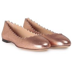 Chloe' Lauren Scalloped Cracked-Metallic Leather Ballet Flats ($425) ❤ liked on Polyvore featuring shoes, flats, rosa, round toe ballet flats, pink flats, metallic ballet flats, ballet flats and leather sole shoes