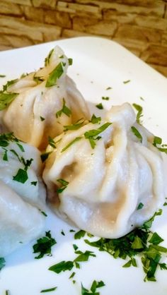 Chinkali z mięsem – gruzińskie pierogi | Kulinarne to i owo matki Dżoany My Recipes, Bread Recipes, Cooking Recipes, Healthy Recipes, Simple Recipes, Dim Sum, Tortellini, Matki, Pierogi