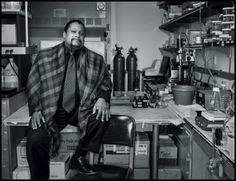 Hayes dedicó los últimos quince años a estudiar la atrazina, un herbicida muy utilizado, fabricado por Syngenta. Diversas notas de la Empresa revelan que estudió diversas maneras de desacreditarlo. Fotografía de Dan Winters.
