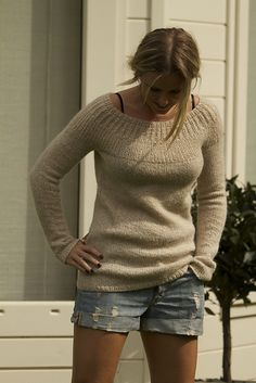 Ravelry Love the clean and casual lines of this airy sweater. Ravelry: evieandlily's S o u t h . Sweater Knitting Patterns, Knitting Designs, Knit Patterns, Knitting Projects, Ravelry, How To Purl Knit, Knit Or Crochet, Looks Style, Sweaters For Women
