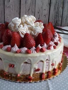 Epres-mascarponés sütés nélküli torta recept - Kifőztük, online gasztromagazin Best Chocolate Cake, Cake Cookies, Fudge, Breakfast Recipes, Cake Decorating, Sweet Treats, Cheesecake, Deserts, Strawberry