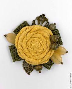 Купить или заказать Брошь 'Липовый мед' - брошь в форме цветка из льна в интернет-магазине на Ярмарке Мастеров. Брошь 'Липовый мед' - брошь в форме цветка из английского льна. Размер броши: примерно 8х9см Размер цветка: диаметр - 5,5см Возможно создание броши на заказ в другой цветовой гамме. Все броши можно посмотреть по этой ссылке: www.livemaster.ru/accs?