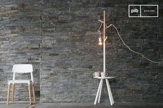 Dieser Kleiderständer kann auch zweckentfremdet als Lampe verwendet werden.