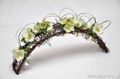 Winter flower arrangement - Arch frame with Helleborus Easter Flower Arrangements, Flower Arrangement Designs, Easter Flowers, Flower Designs, Floral Arrangements, Deco Floral, Arte Floral, Floral Design, Ikebana