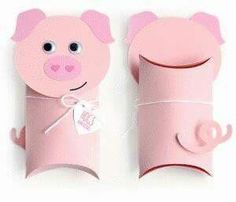 Gift Wrapping Inspiration : Toilet Paper Pig Pillow box gift for kids Toilet Roll Craft, Toilet Paper Roll Crafts, Kids Toilet, Pig Crafts, Preschool Crafts, Valentine Box, Valentine Day Crafts, Animal Crafts For Kids, Pig Party