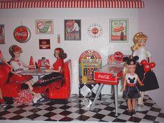 Lisa's Barbies - the Soda Shop. Barbie Life, Barbie Dream, Barbie House, Barbie World, Barbie And Ken, Barbie Store, Coca Cola Decor, Dog The Bounty Hunter, Barbies Pics