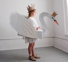 Aprenda como fazer uma fantasia infantil com caixa de papelão! Assim o Carnaval vai ficar ainda mais feliz com uma linda fantasia artesanal feita por você.