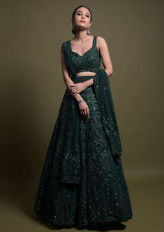 Indian Fashion Dresses, Indian Bridal Outfits, Indian Gowns Dresses, Dress Indian Style, Indian Designer Outfits, Wedding Lehenga Designs, Green Lehenga, Designer Party Wear Dresses, Stylish Dresses For Girls