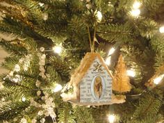 Little Glitter Houses and Church, Free Printable Christmas Ornaments...so sweet, love it!