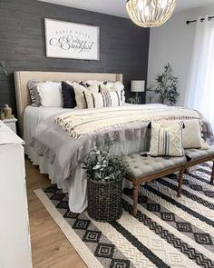 Our post has some of the best space saving ideas for your small bedroom. Small bedroom decorating doesn't need to be difficult, use our 65 ideas to make your room seem larger and cozier at the same time! Dream Bedroom, Home Decor Bedroom, Master Bedroom Makeover, My New Room, Beautiful Bedrooms, Interior Design, Accent Pieces, Sweet Dreams, Pillow Covers