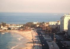 Av. Atlântica, no Posto 6, em Copacabana - Década de 70 Na foto, vemos a Atlântica e no final, quase esquina com Rua Francisco Otaviano ficava a TV Rio, canal 13.