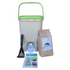 Vermikashi Bokashi Compost Kit Deluxe Model kg) of Bokashi bran made in U.A 5 gal bucket made from recycled plastic gal stainless steel kitchen compost pail included for kitchen waste collection Compost Bucket, Compost Tumbler, Compost Accelerator, Tumbling Composter, How To Make Compost, Composting Toilet, Composting Bins, Composting Methods