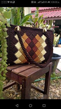 Macrame Bag Crochet World Beaded Bags Needlepoint Canvases Plastic Canvas Crafts Crochet Purses Knitted Bags Purses And Bags Crochet Projects Crochet Purse Patterns, Crochet Tote, Tote Pattern, Crochet Handbags, Crochet Purses, Diy Crochet, Crochet Ideas, Broderie Bargello, Christmas Yarn