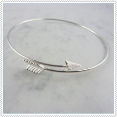 Avec ce bracelet vous êtes sure de taper dans le mille !Bracelet ajustable.Base en laiton.Garantie sans nickel.Ne pas passer sous l'eau.