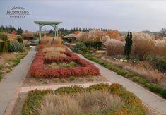 Ogrody Hortulus, różnią się od typowych ogrodów botanicznych czy dendrologicznych są to ogrody pokazowe. W tego typu ogrodach, najważniejszą cechą jest kompozycja roślinna i styl ogrodów. Vineyard, Sidewalk, Country Roads, Outdoor, Outdoors, Vine Yard, Side Walkway, Walkway, Vineyard Vines