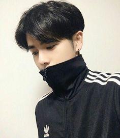 adidas jackets have never looked so good Cute Asian Guys, Cute Korean Boys, Asian Boys, Asian Men, Cute Boys, Korean Boys Ulzzang, Korean Men, Ulzzang Girl, Male Beauty