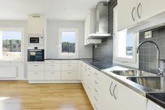 Torgrim Villa, House Ideas, Kitchen Cabinets, Design, Home Decor, Kitchen Cupboards, Homemade Home Decor, Design Comics, Fork
