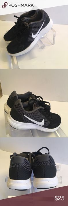 Nike tennis shoes Gently worn Nike Shoes Athletic Shoes