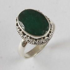 Sterling Silver Ring with 5.88 ct Genuine Oval Emerald. Lot 1019
