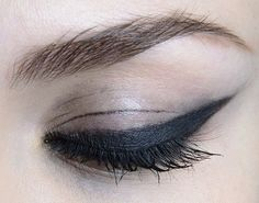 Smudged bold kohl liner atChristian Siriano Fall 2014#makeup #eyeliner