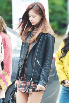 Beautiful younglady and natural looking lady Korean Airport Fashion, Korean Fashion, Kpop Fashion, Girl Fashion, Tzuyu Body, Sana Momo, Chou Tzu Yu, Tzuyu Twice, Kpop Outfits