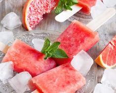 Glace à leau au pamplemousse Healthy Ice Cream, Vegan Ice Cream, Watermelon Ice Pops, Clean Recipes, Healthy Recipes, Healthier Desserts, Healthy Eats, Breakfast Popsicles, Homemade Popsicles