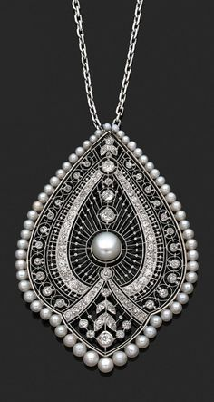 Pearls Diamonds Pendant Necklace, France, ca. 1910.