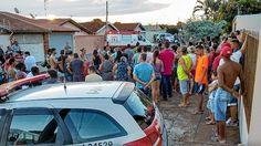 Fuga em moto acaba em morte em Lençóis Pulista - Um rapaz de 23 anos colidiu a motocicleta contra o portão de uma residência situada na rua dos Professores, no Núcleo Habitacional Luiz Zillo, em Lençóis Paulista, por volta das 18h dessa terça-feira (28). Leandro Rodrigues Theodoro fugia de uma abordagem da Polícia Militar (PM).  Segundo - http://acontecebotucatu.com.br/policia/fuga-em-moto-acaba-em-morte-em-lencois-pulista/