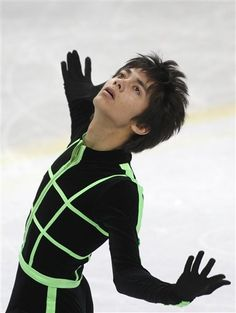 Ryuju Hino, of Japan, performs to take ninth place in men free skating at the World Junior Figure Skating Championship in Minsk, Belarus, Saturday, March 3, 2012. (AP Photo/Sergei Grits)