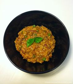 Thermomix Beef Risotto parmesan cheese 1 clove of garlic 1 onion, quartered butter or margarine tomato paste or pizza sauce tin tomatoes, diced (or tbsp) vegetable stock paste beef mince water cup) long grain rice 1 cup frozen peas bunch of basil Minced Beef Recipes, Mince Recipes, Paleo Recipes, Cooking Recipes, Risotto Recipes, Rissoto Thermomix, Bellini Recipe, Main Meals, Recipes
