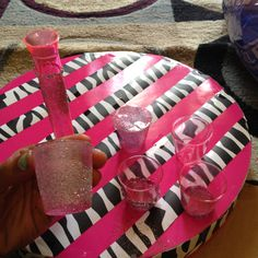 DIY: Glitter shot glasses