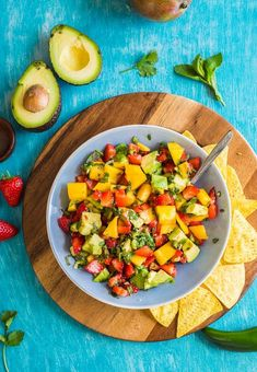 Spicy Avocado Strawberry Mango Salsa - sweet, spicy and tangy fruit salsa made in minutes! Serve it over chicken/fish or enjoy it on it's own as a side with chips. Strawberry Mango Salsa, Fruit Salsa, Fodmap Recipes, Paleo Recipes, Fodmap Foods, Fodmap Diet, Low Fodmap, Delicious Recipes, Low Carb