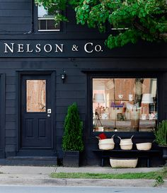 justinetaylor:  The beautiful store and studio of talented east coast designer Deb Nelson