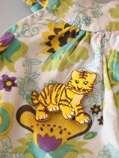 vêtement motif tigre, lion.  marque Récréatys