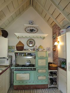 adorable kitchen  stove like your wedding Crystal!